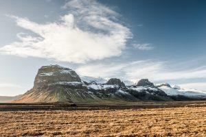 Vista de la montaña Lómagnúpur, al este de los lagos Núpsvötn en Skeiðarársandur (region de Suðurland, Islandia)