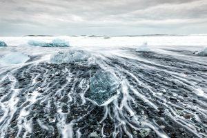 Fotografia de paisaje de la playa de los icebergs cerca del lago Jökulsárlón Glacier (region de Austurland, Iceland