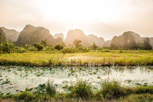 Paisaje karstico de Trang An cerca de Tam Coc en la provincia de Ninh Binh, Vietnam