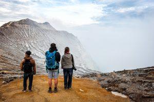 Caldera del volcan Ijen en la isla de Java, Indonesia